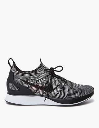 Nike Mariah Flyknit Racer in Pale Grey/White