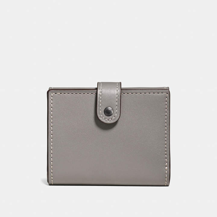 Coach  COACH Coach Small Trifold Wallet In Glovetanned Leather