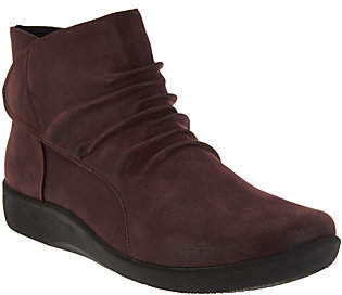 Clarks CLOUDSTEPPERS by Ruched Ankle Boots -Sillian Sway