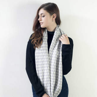 Miss Knit Nat Arrow Knitted Circle Scarf In Seal/White
