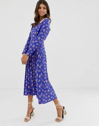 Asos Design DESIGN pleated maxi dress in ditsy floral print with lace collar