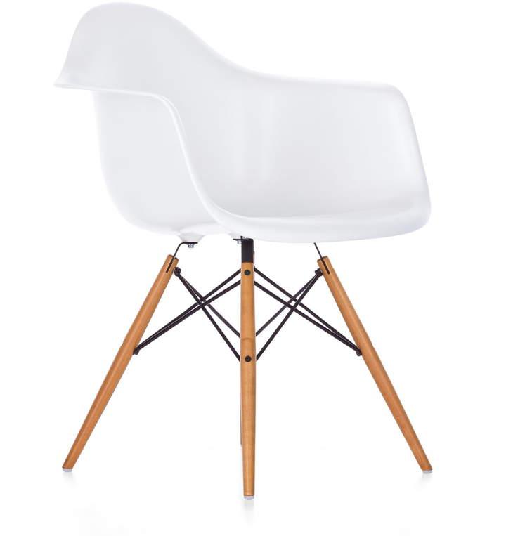Eames Plastic Armchair DAW (H 43 cm), Ahorn gelblich / Weiß, Kunststoffgleiter Weiß (Teppichboden)