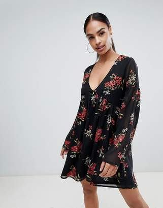 PrettyLittleThing Dark Floral Smock Dress