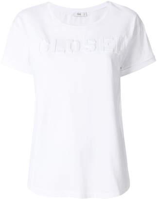 Closed embossed logo T-shirt