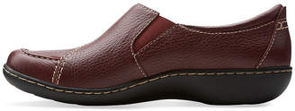 Clarks Womens Slip-On Shoes Slip-on Closed Toe