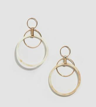 Glamorous gold and resin hoop earrings
