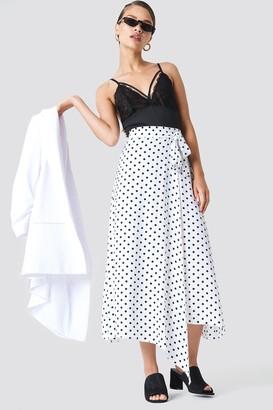 Na Kd Trend Wrap Over Tie Waist Midi Skirt White/Black Dot