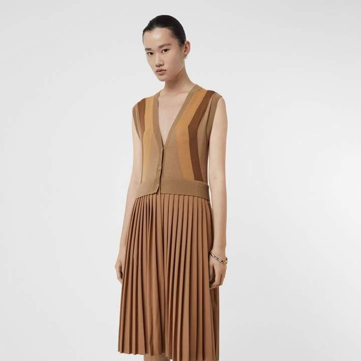 b98c4db6828b02 Burberry Sleeveless Knitted Wool V-neck Dress