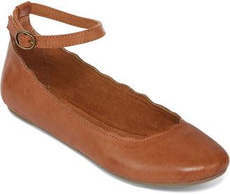 ARIZONA Arizona Cabot Ankle Strap Flats $40 thestylecure.com