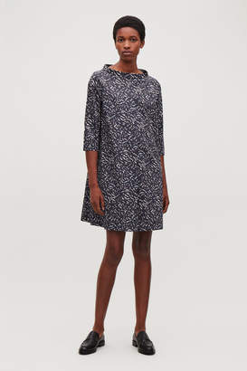 Cos RAISED-COLLAR PRINTED DRESS