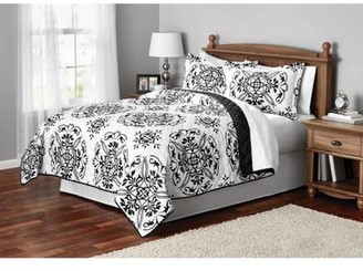 Mainstays Classic Leaf Damask Patterned Quilt, Full/Queen