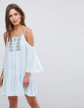 En Creme En Crme Cold Shoulder Midi Dress With Embroidery and Tie Strings
