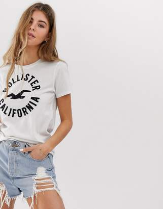 Hollister t-shirt with classic logo