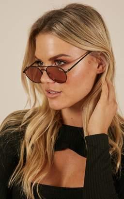 Showpo Quay - Little J sunglasses in black and peach Sunglasses