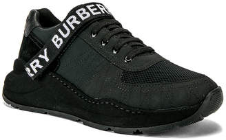 Burberry Ronnie Zig M Low in Black | FWRD