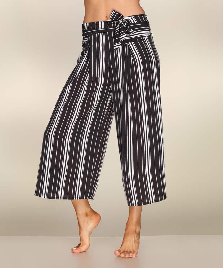 Black & White Stripe Gaucho Pants - Women
