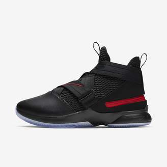 Nike Men's Basketball Shoe LeBron Soldier 12 FlyEase (Extra-Wide)