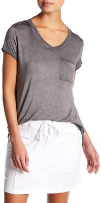 Cable & Gauge Washed V-Neck Tee (Petite)