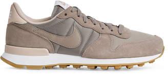 Nike Arket Internationalist