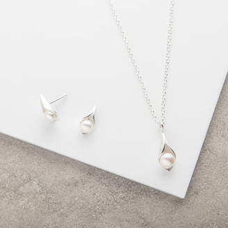 CALLA Emma-Kate Francis Lily Pendant And Earrings Pearl Jewellery Set