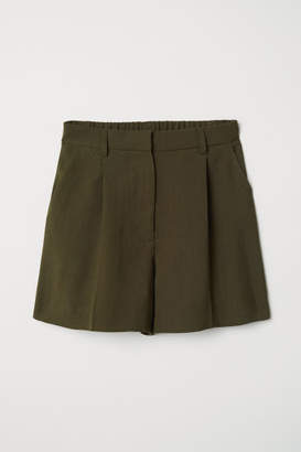 H&M Shorts with Creases - Green