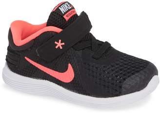 Nike Revolution 4 Flyease Sneaker