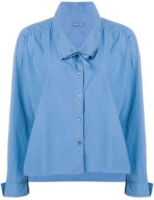 Closed oversized collar shirt