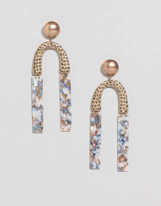 Asos Design DESIGN earrings in hammered metal and resin shape design in gold
