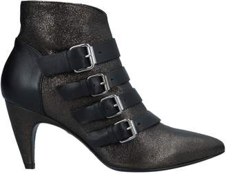 Janet & Janet Ankle boots