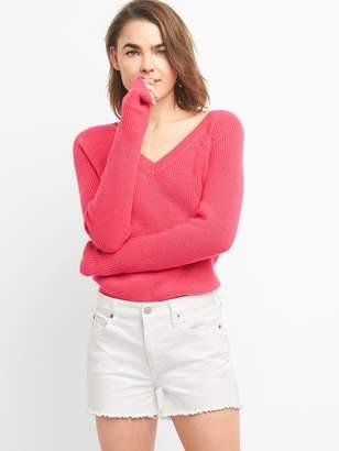 Gap V-Neck Pullover Sweater in Merino Wool-Blend