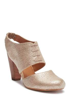 Seychelles Whirl Cutout Leather Pump
