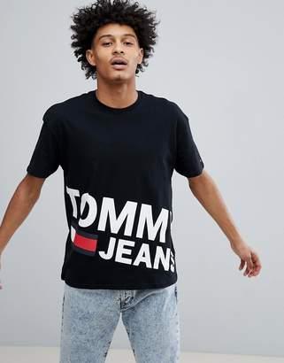 Tommy Jeans Flag Large Diagonal Flag Logo T-Shirt in Black