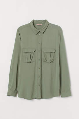 a65a47ec9ac5d7 H M H M+ Shirt with Chest Pockets - Green