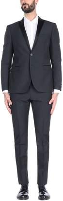 57 T Suits