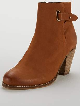 Carvela Smart Zip Western Ankle Boot - Tan