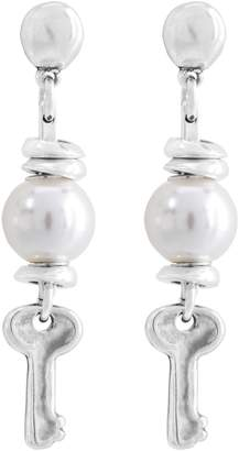 Uno de 50 Abre, Ostras! Simulated Pearl & Key Drop Earrings