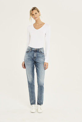 Silver Jeans Silver Frisco Tapered Mom Jean In Mid Denim