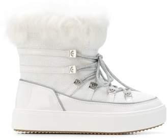 Chiara Ferragni fur-lined snow boots