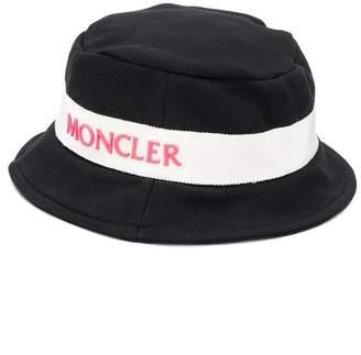 550072e6 Moncler logo plaque bucket hat