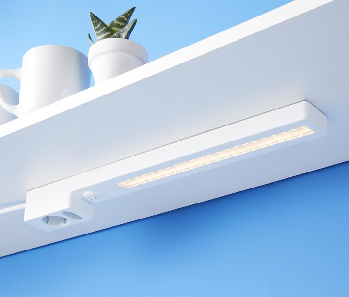 LED-Unterbauleuchte mit 2fach-Steckdose