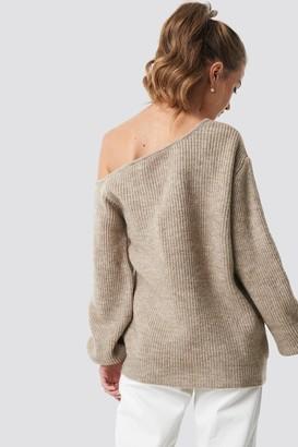 BEIGE Camille Botten X NA-KD Off Shoulder Oversize Sweater