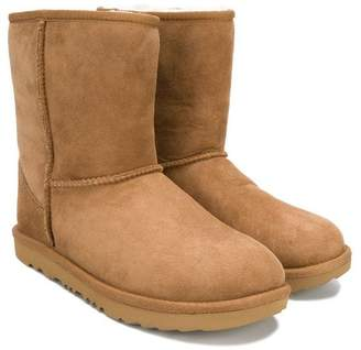 UGG TEEN classic shearling boots