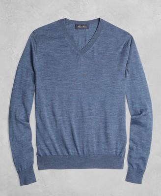 Brooks Brothers Golden Fleece 3-D Knit Fine-Gauge Merino V-Neck Sweater