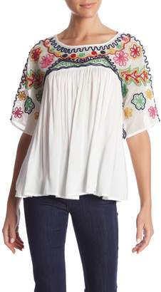 Romeo & Juliet Couture Embroidered Short Sleeve Blouse
