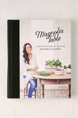 Magnolia Kitchen: A Collection of Recipes for Gathering By Joanna Gaines & Marah Stets