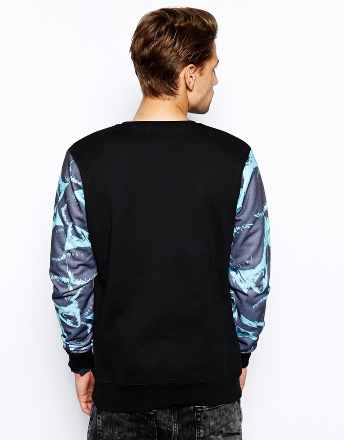 Hot Thunder Sweatshirt with Shark Print Arm