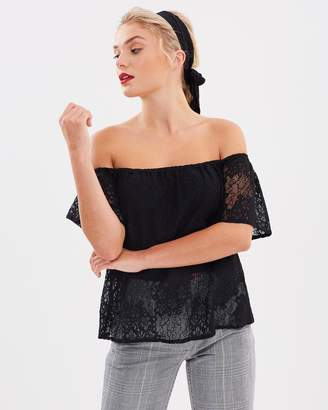 Atmos & Here ICONIC EXCLUSIVE - Court Off Shoulder Lace Top