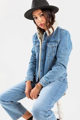 francesca's Levi's Sherpa Trucker Jacket in Divided Blue - Lite