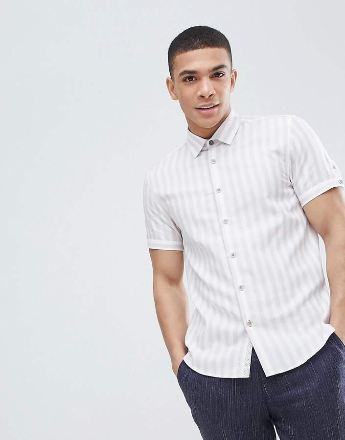 – Schmales, gestreiftes Hemd in Weiß mit kurzen Ärmeln