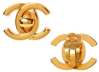 Banana Republic LUXE FINDS | Chanel Gold Turnlock Earring